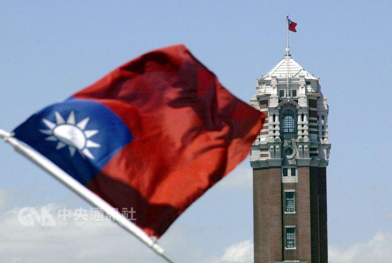 美國時代雜誌報導分析,總統蔡英文上任以來,台灣與中國的往來逐漸減少,但民主價值仍是台灣方面的立足點。(中央社檔案照片)