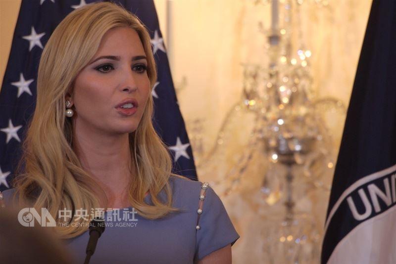 「伊凡卡.川普會選總統」的說法並非新鮮事,她24日宣布將逐步結束自己創立的同名時尚品牌,並指出未來工作重心將放在華府,因此再度引發外界對她這項決定的聯想。(中央社檔案照片)