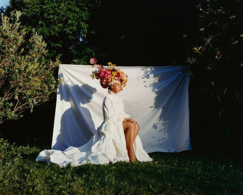 西洋流行樂天后碧昂絲登9月號「時尚雜誌」封面,談到去年剖腹產下雙胞胎後身材走樣,呼籲大家接受自然豐滿體態。(圖取自Vogue臉書www.facebook.com/Vogue)