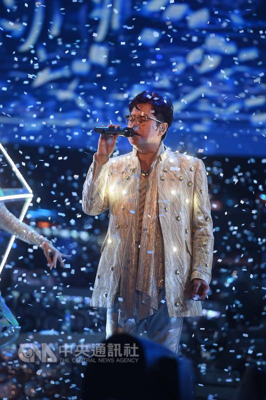 香港歌手「校長」譚詠麟9月將攻蛋開唱,他提到,此次演唱會舞台設計、造型服裝,都將在台全新製作,希望帶給歌迷一場「很特別及有愛情故事」的演唱會。(寬魚提供)中央社記者江佩凌傳真107年8月9日