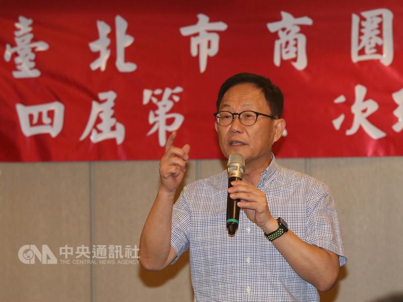 國民黨提名台北市長參選人丁守中10日晚間出席台北市商圈產業聯合會理監事會議暨晚宴,致詞時暢談治理商圈的理念,尋求現場人士支持。中央社記者徐肇昌攝 107年8月10日