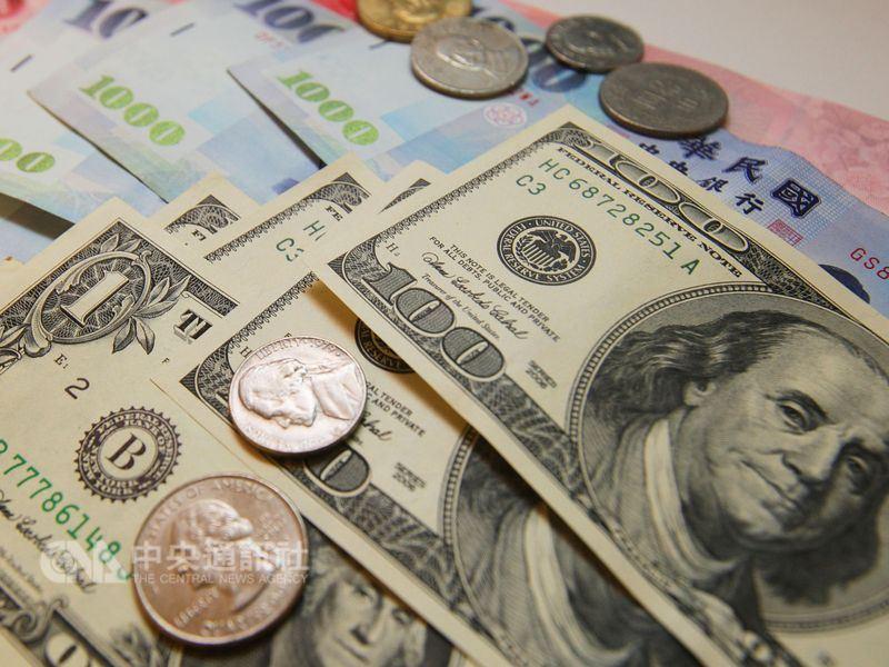 全球貿易情勢緊張,帶動國際美元走強,10日新台幣隨亞幣走弱,以30.708元兌1美元作收,貶8.2分,連2貶並創半個月以來新低。(中央社檔案照片)
