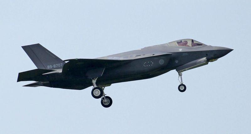 日本防衛省大致決定要在2019年度概算要求中編列約5兆4000億日圓預算,金額創新高。圖為戰鬥機F-35A。(檔案照片/共同社提供)