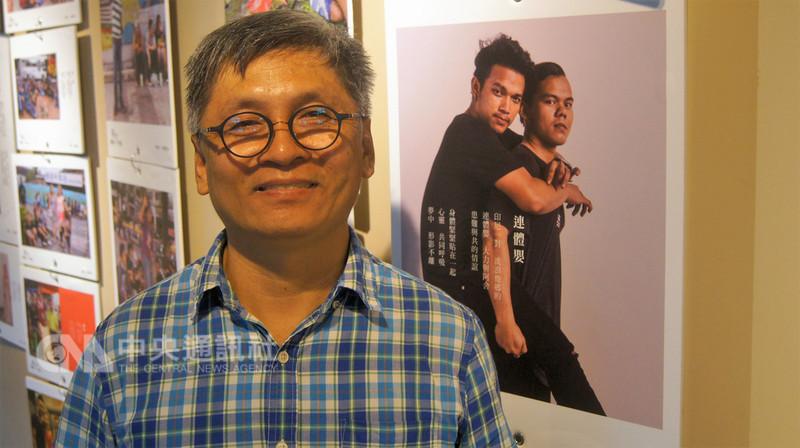 彰化縣文化局推出「台灣移工影像詩情」系列活動,展出的80張照片由攝影家郭澄芳拍攝。郭澄芳說,希望藉由照片呈現外籍移工開朗光明面,讓民眾更了解移工。中央社記者吳哲豪彰化攝  107年9月5日