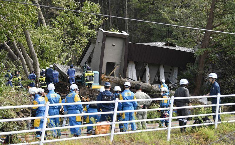 日本北海道發生規模6.7地震,接近震央的厚真町發生大規模土石崩塌。(共同社提供)