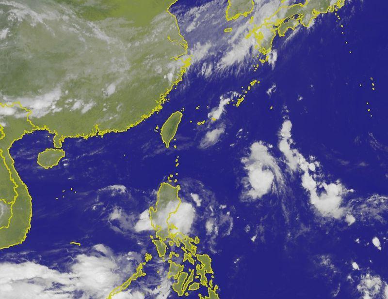 根據美國及歐洲模式皆模擬,16日將有很強的熱帶擾動威脅台灣,氣象專家吳德榮7日表示,不確定性仍高,應持續觀察。圖為7日上午11時衛星雲圖。(圖取自中央氣象局www.cwb.gov.tw)
