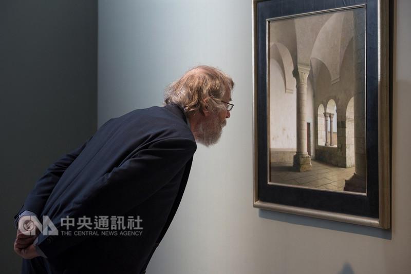 奇美博物館今年邀請荷蘭藝術家哈勒曼特(Henk Helmantel)到台灣舉辦特展,開展初期哈勒曼特曾親自來台看展。(奇美博物館提供)中央社記者楊思瑞台南傳真 107年9月9日