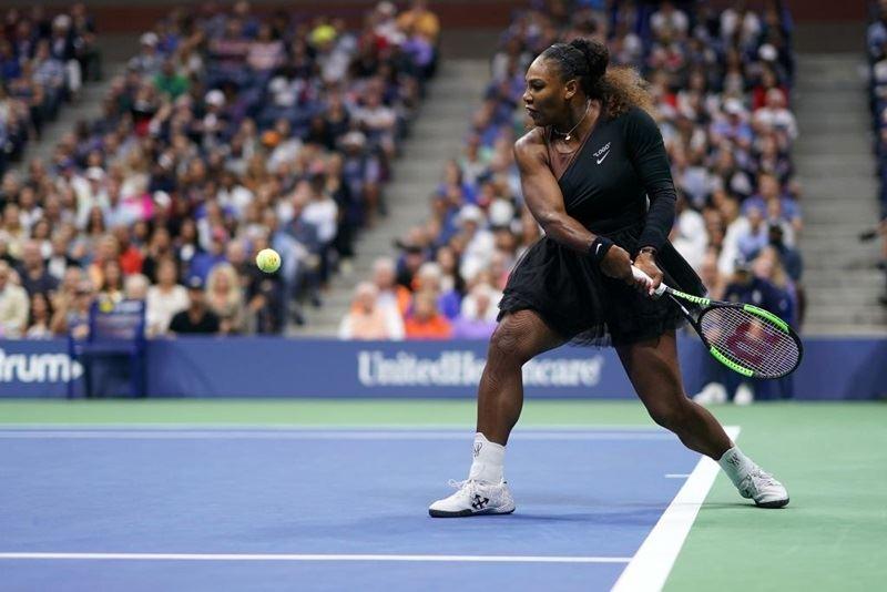 美國網球協會9日表示,小威廉絲因在美網決賽多次犯規,遭處約新台幣52萬8000元罰款。(圖取自美網官方推特twitter.com/usopen)