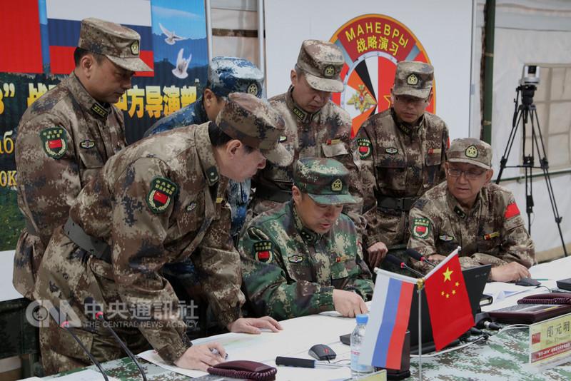 俄羅斯11日起至15日在俄羅斯中部和東部地區舉行「東方-2018」軍演。中共解放軍派出約3200人參與,顯示中俄軍事關係升溫。(中新社提供)中央社 107年9月11日