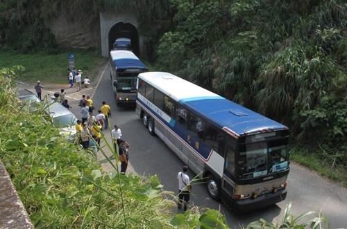 國光號重遊經典路線,行經南投縣雙冬隧道時,巴士迷特地下車拍照,捕捉「老狗」身影。