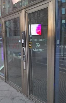 Epicenter位在斯德哥爾摩市中心的辦公室,員工植入晶片後,只要舉手一揮即可開門。
