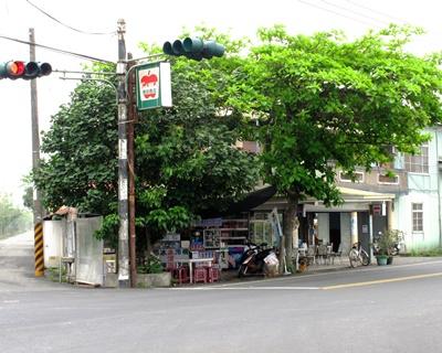 台南土溝的大蘋果便利商店是方圓數里唯一的問路店。